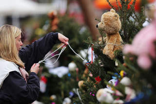 Sandy_Hook_help_20121217123506_640_480-10195