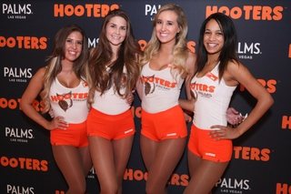World's largest Hooters closing in Las Vegas