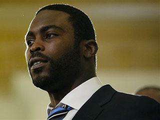 Michael Vick lobbies for animal rights