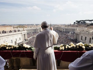 Pope remembers terror victims on Easter