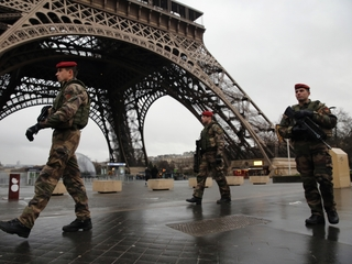 French tourism declines amid fears of terrorism