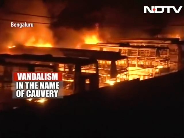 Cauvery crisis: SC raps Tamil Nadu, Karnataka over violence