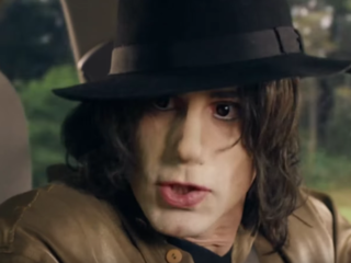 Video: White actor plays Michael Jackson in show