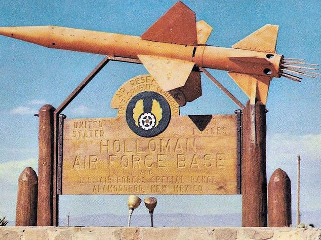 holloman air force base single guys The pilot's voice was calm yet focused as her plane descended with 149 people on board southwest 1380, we're single engine, capt tammie jo shults, a former fighter pilot with the us navy, said.