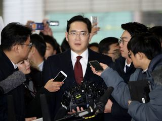 Samsung's heir arrested on bribery charges