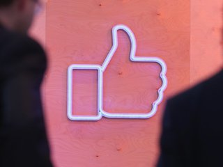 Facebook adds context button to fight fake news