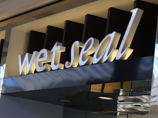 Wet Seal closes stores as mall traffic falls
