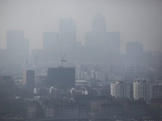 London fee targets older cars to fight pollution