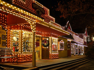 7 best places to see Christmas lights in the USA
