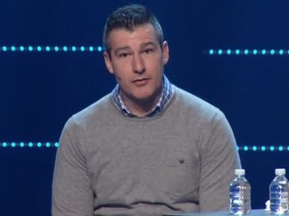 Paster confesses 'sexual incident,' gets ovation