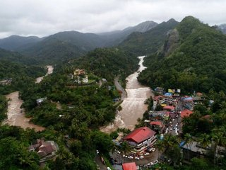 Dozens dead as Indian state faces flooding