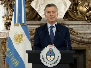 Argentina tries to stabilize its economy