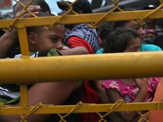 Some members of migrant caravan enter Mexico