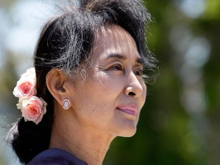 Amnesty International strips Suu Kyi of award