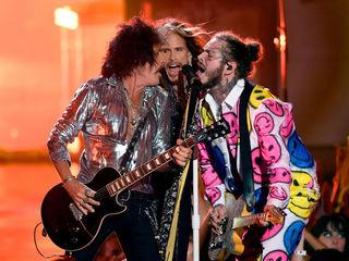 Aerosmith guitarist Joe Perry hospitalized